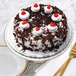 Delicious Black Forest Cake from Taj or 5 Star Hotel Bakery to Garia