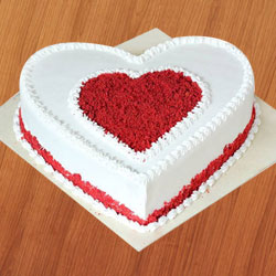 Delicious fresh Love Cake to South 24 parganas
