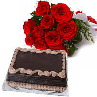 Delightful Chocolaty Cake with Red Roses Hand Bunch to North 24 parganas