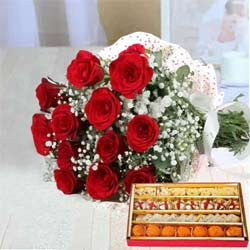 Exotic Crazy in Love Red Roses Bunch and Sweets to Garia