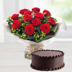 Adorable Red Roses in a Vase with divine Chocolate cake to Behala