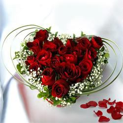 Ornamental Heartiest Touch of Red Roses Bouquet to Maldah