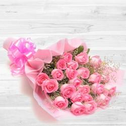 Expressive Heart of Love Bouquet of 30 Peach/Pink Roses to Maldah