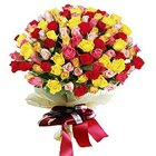 Fashionable Arrangement of Premium Roses in Mixed Colour to Garia