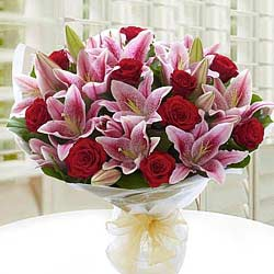 Expressive Hand Bunch of White Lilies N Red Roses to Birbhum