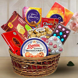 Delicious Chocolate Assortment Hamper Basket to Hooghly