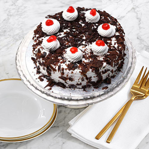 Gift Online Black Forest Cake from Taj or 5 Star Bakery