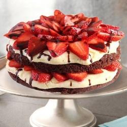 3/4 Star Bakerys Fresh Happiness 2 Kg Strawberry Cake