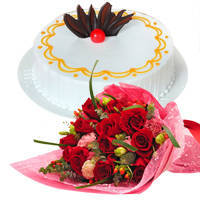 Pristine Red Roses Bunch with Vanilla Cake