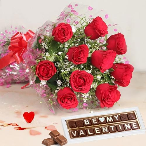 Blissful Valentine Present of Handmade Chocolates N Roses Bouquet