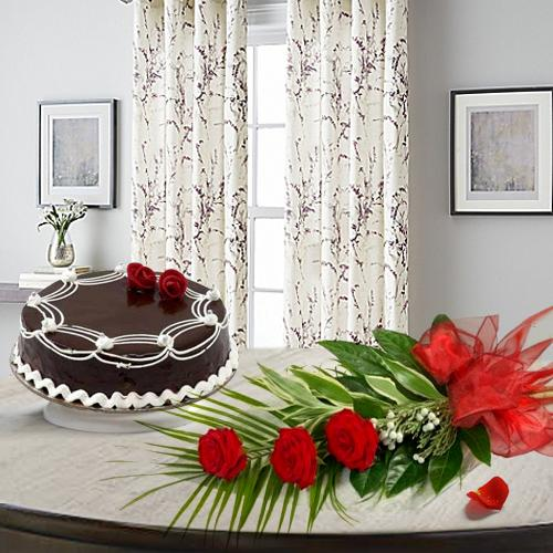 Deliver Online Red Roses with Chocolate Cake