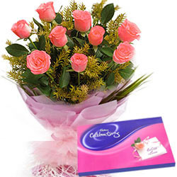 Trendy Pink Roses Hand Bunch with Cadbury Assortment
