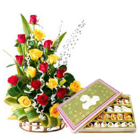 Tender Combo Love Gift of 500 Gr. Sweets with 20 Colorful Roses