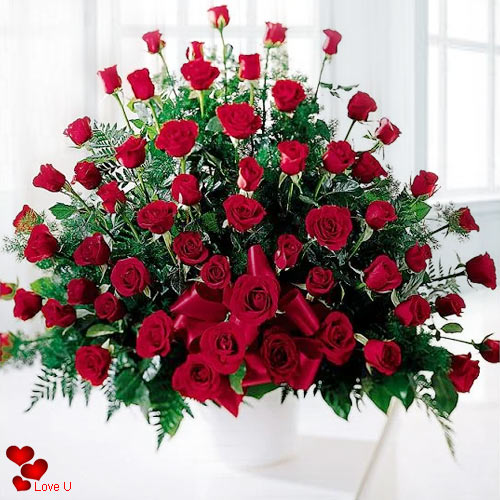 Deliver Dutch Roses Arrangement for V-Day