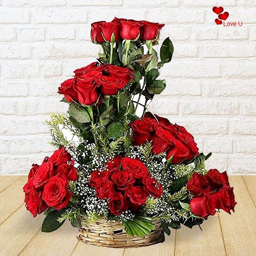 Deliver Online Red Roses Assemblage
