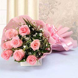 Elegant Pink Roses arranged in a Bunch