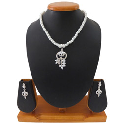 Outstanding Necklace Set Styled with White Pearls