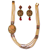 Enthralling Pearl Necklace Set in Long Design