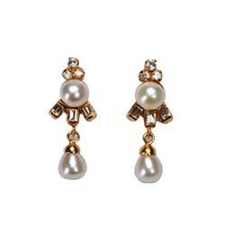 Classical Pearl Earrings