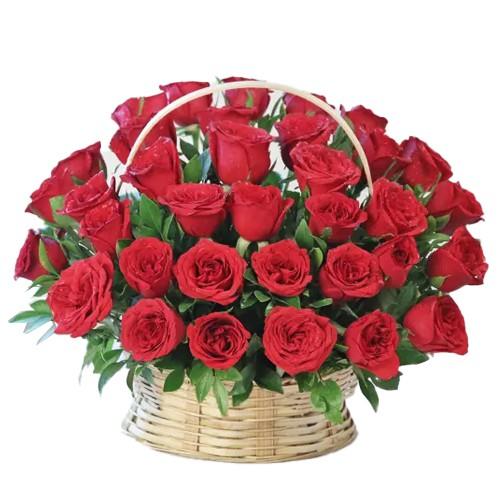 <u><font color=#008000> MidNight Delivery : </FONT></u>:15 Exclusive <font color =#FF0000> Dutch Red </font>   Roses  in Cane Basket